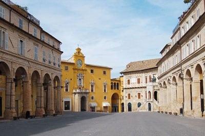 Stationnaire Piazza del Popolo